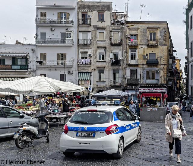 Napoli (Italia), ... die Ordnungsmacht