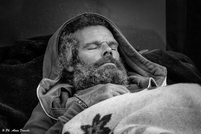 Sans domicile fixe - Homeless - Senza casa - Sin hogar