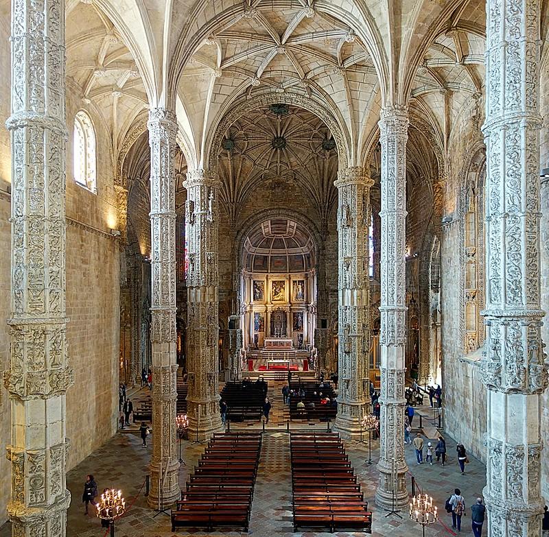 1024px-Belem_Igreja_de_Santa_Maria_int