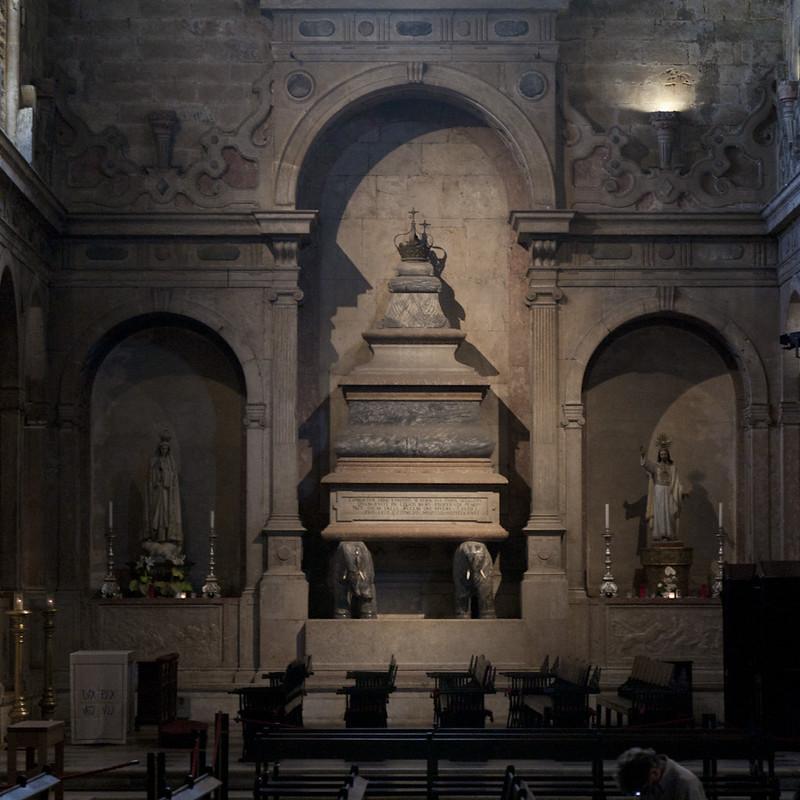 Capela_do_transepto_túmulo_de_D_Sebastião_Mosteiro_dos_Jerónimos_3_IMG_1090