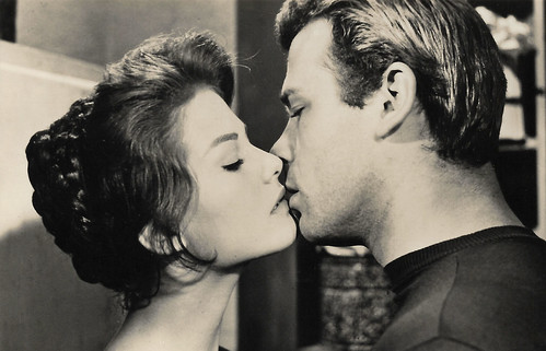 Claudia Cardinale and Renato Salvatori in Audace colpo dei soliti ignoti (1959)