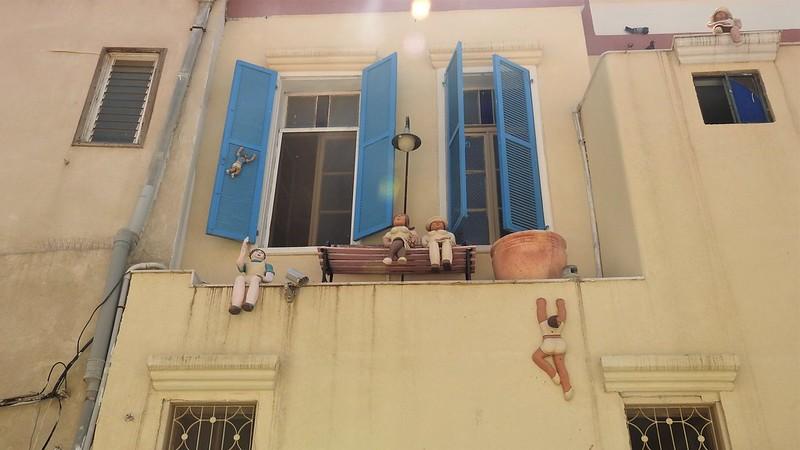 """""""Бейт Тамар""""- здание, принадлежавшее дизайнеру и скульптору Тамар Эрез. Стены дома покрыты керамическими фигурками."""