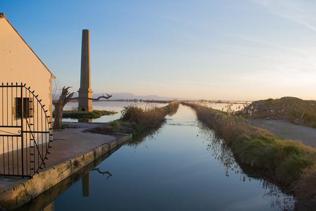 Canal en la Albufera de Valencia