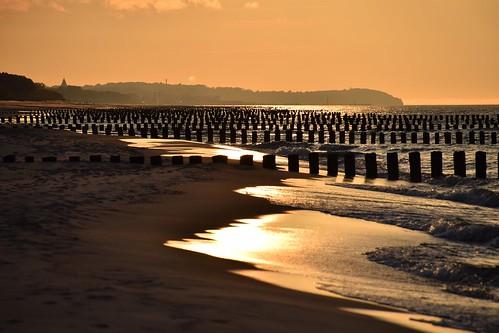 helpeninsula hel peninsula beach sandybeach sand sea waves water sunset goldenhour breakwater spring baltic thebalticsea coast coastline shore polska poland landscape view seascape