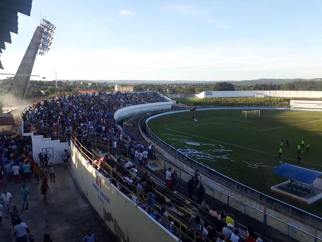 Crato vence o Caucaia no Mirandão lotado e abre vantagem nas semifinais