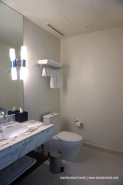 Toilet and Bathroom Holiday Inn Express Bangkok Siam