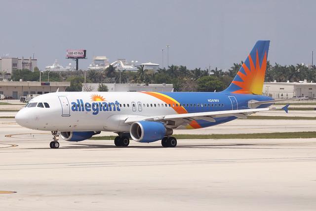 009 N Allegiant AL A320 N241NV FLL May19