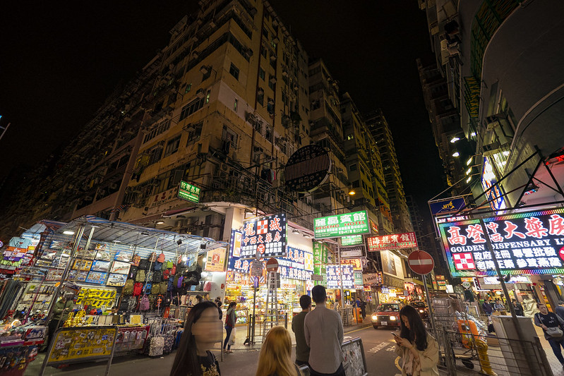 香港ナイトマーケットでナショジオのカメラバッグを買う