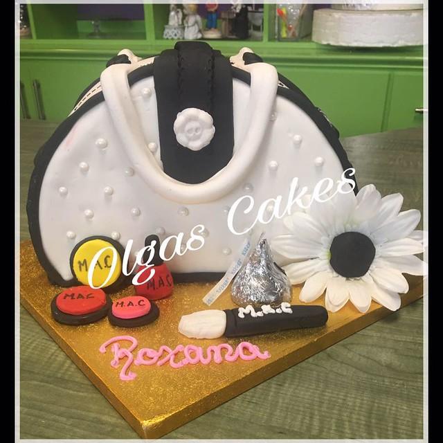 Cake by Pastelería Olga's Cakes