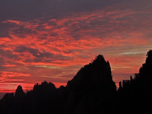 peaceful serene geology mountainlandscape mountain silhouette cloud sky weather atmosphere asia travel tourism traveldestinations touristattractions famousplace eastasia china huangshan yellowmountain nationalpark nature naturallandscape anhuiprovince beautyinnature sunrise morning early anhui