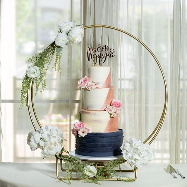 Wedding Cake by Phantastic Desserts