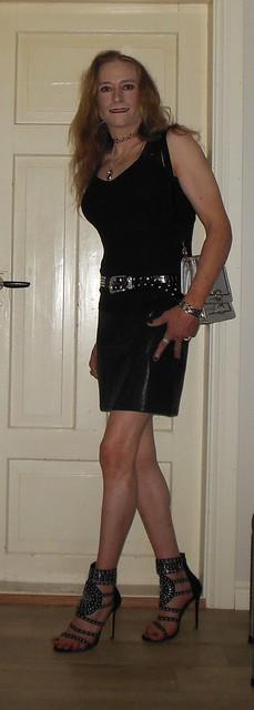 #smile #happygirl #tgirl #happytgirl #summerwear #transvestite #realscandinavianblonde #skirt #highheels #barelegs