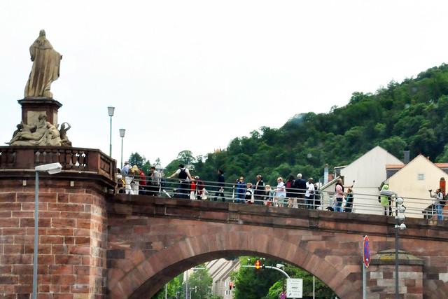 """""""Unterwegsbilder"""" - Fotos aus dem fahrenden Auto - Heidelberg, Schloss und Alte Brücke ... Foto: Brigitte Stolle, Pfingsten 2019"""