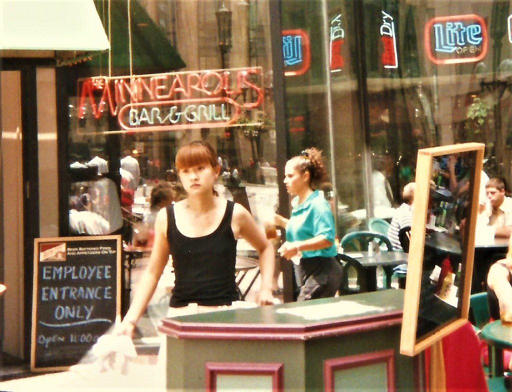 Minneapolis Bar & Grill, 1997