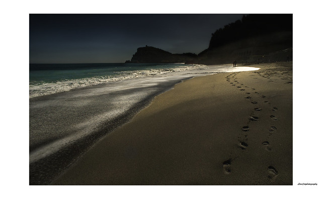 Two steps on the shore, a prelude to a romantic evening ..