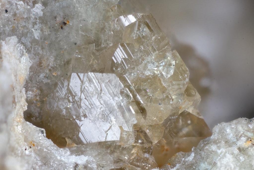マンガン斧石 / Axinite-(Mn)