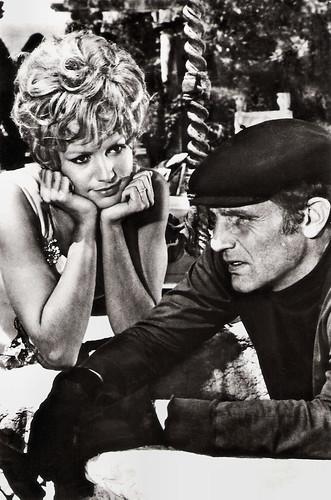 Catherine Spaak and Philippe Leroy in La notte è fatta per... rubare (1968)