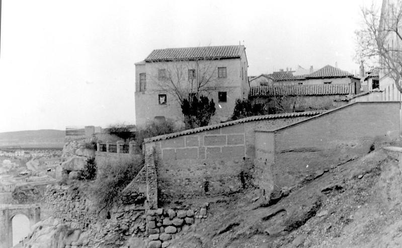 Roca Tarpeya en 1949. Del archivo personal de Victorio Macho. Propiedad de la Real Fundación de Toledo.