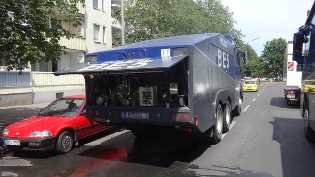 1988 Wasserwerferkraftwagen WAWE 9 (auch WAWE 9000) der 1. Bereitschaftspolizei Berlin auf Daimler-Benz 2629AK Baerwaldstraße in 10961 Berlin-Kreuzberg