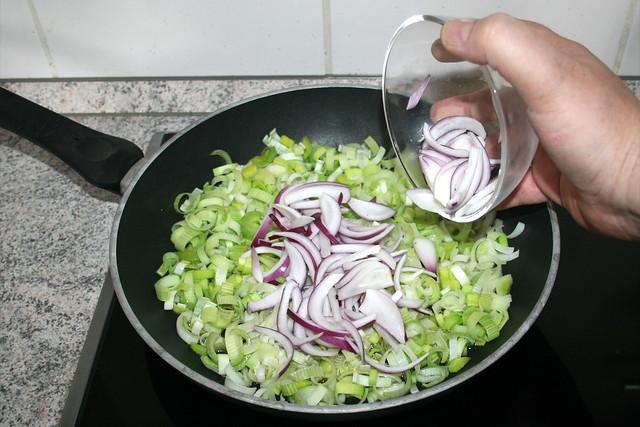 16 - Zwiebelringe hinzufügen / Add onion rings
