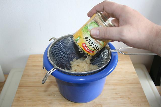 03 - Sauerkraut abgießen / Drain sauerkraut