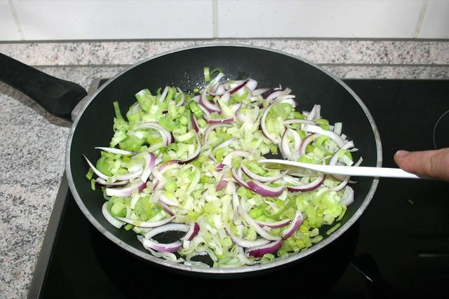 17 - Zwiebelringe andünsten / Braise onion rings