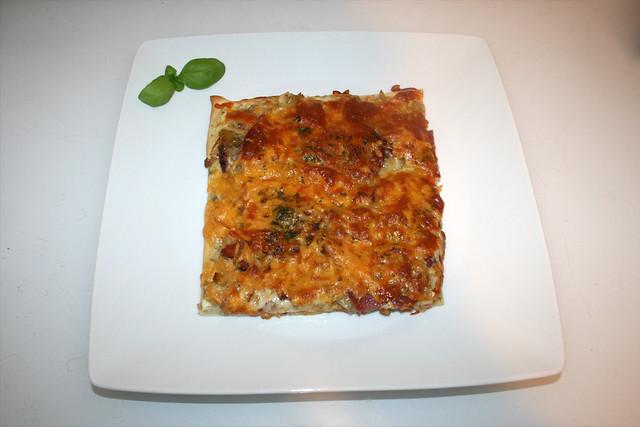 30 - Sauerkraut leek pizza - Served / Sauerkraut-Lauch-Pizza - Serviert