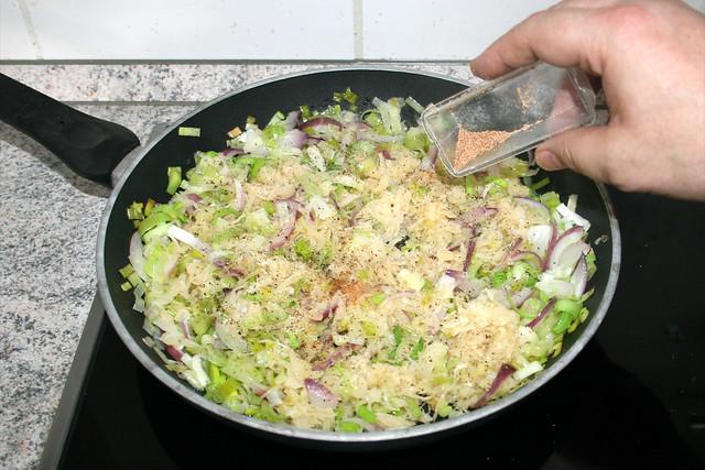 20 - Mit Salz, Pfeffer & Muskatnuss abschmecken / Season with salt, pepper & nutmeg