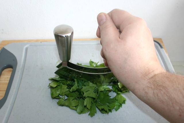 05 - Petersilie zerkleinern / Mince parsley