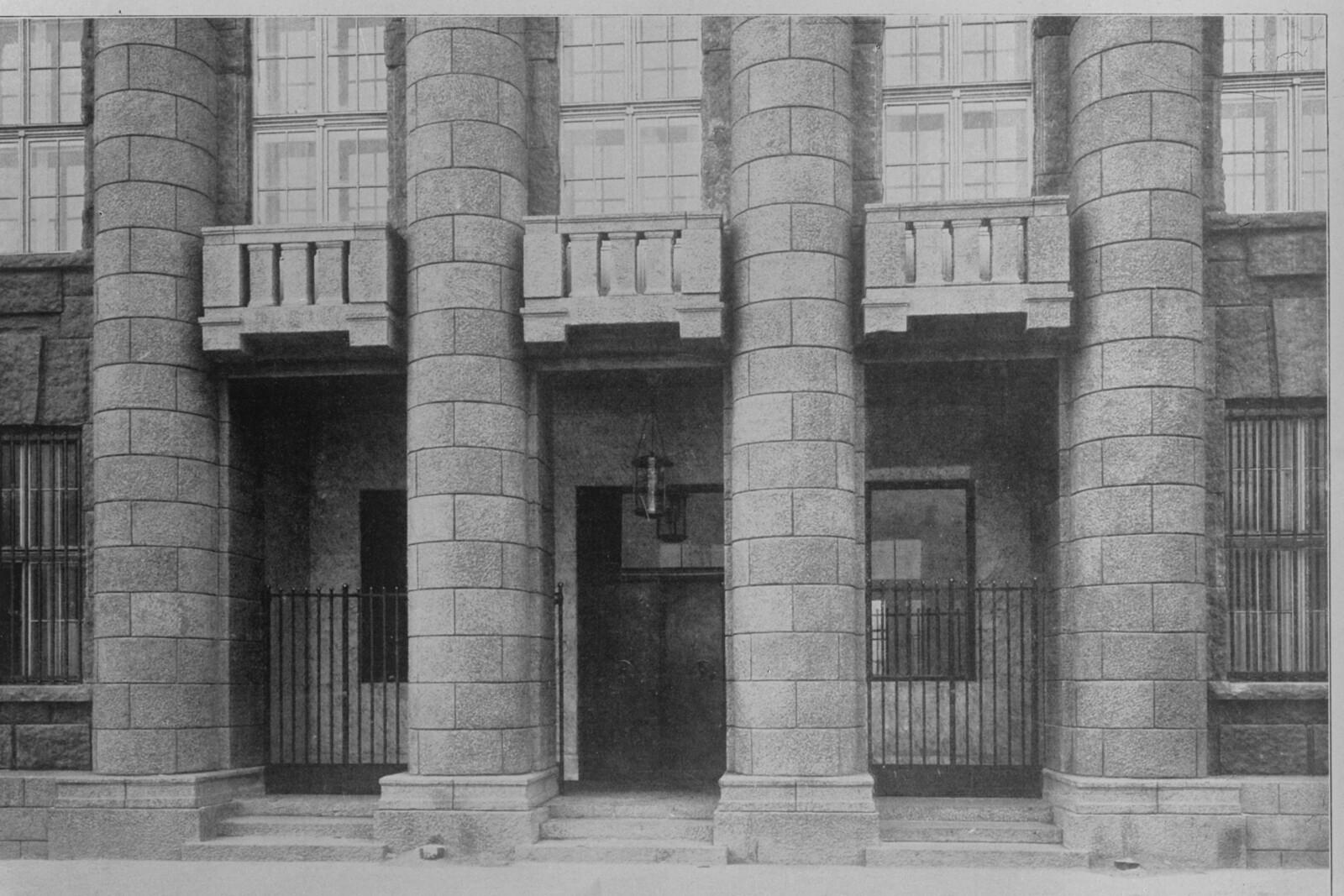 Вход в германскоe посольство