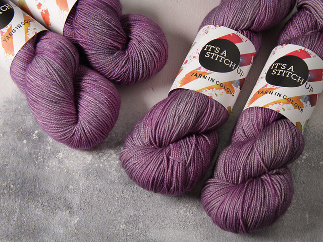 Favourite Sock – hand-dyed pure merino superwash wool yarn 4 ply/fingering 100g – 'Dirty Lilac'