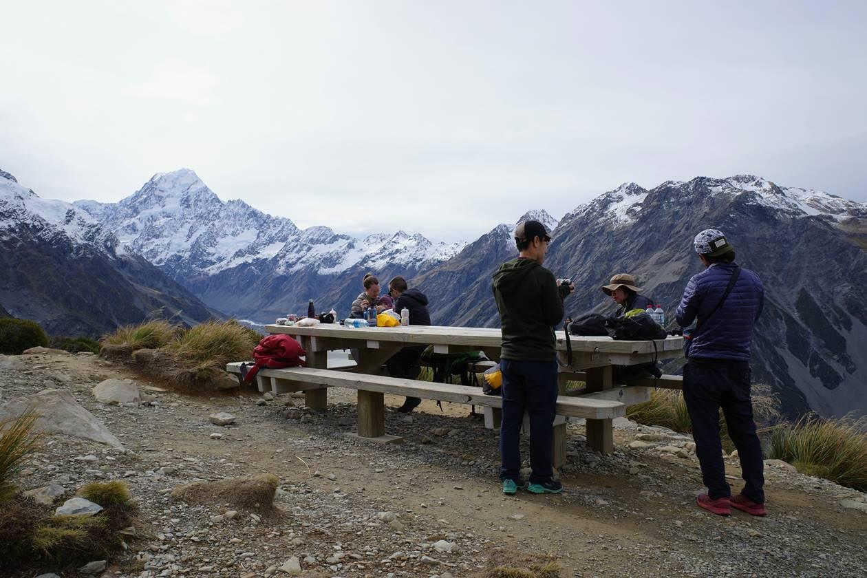 セアリーターンズ山頂のベンチ