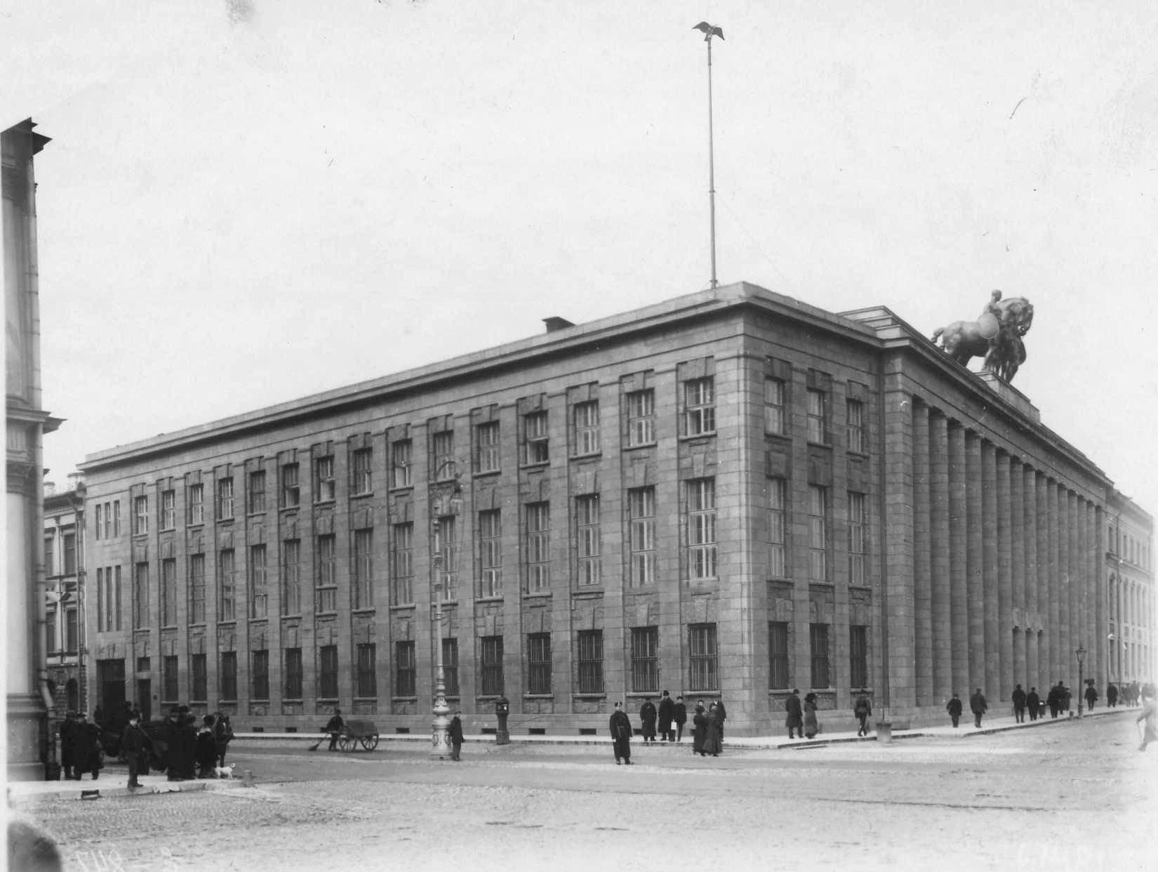 Фасад здания посольства (арх.П.Беренс, 1911 - 1913). 1913