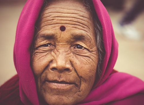 woman boudhanath stupa great kathmandu nepal cyrstalline eyes elder kind beautiful a6000 ilce6000 ilcenex alpha sigma 60mm f28 dn art portrait portraiture lady colorful street relaxed mirrorless jharung khashor 6000 scarf shawl