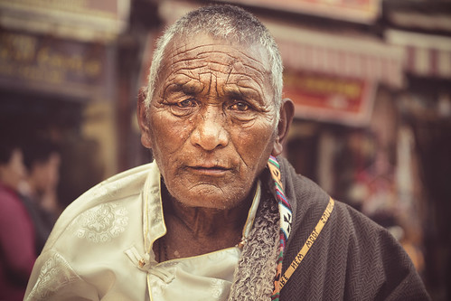 sony a6000 alpha ilce6000 6000 ilcenex mirrorless man tibetan sunday best portraiture portrait street elder old great boudhanath stupa kathmandu nepal boudha buddhist kora circumambulation strong sigma 60mm f28 dn art jharung khashor