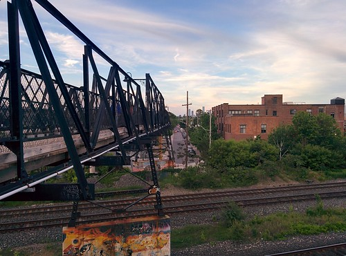 East along Wallace Avenue #toronto #junctiontriangle #wallaceave #wallacepedestrianbridge #evening #latergram
