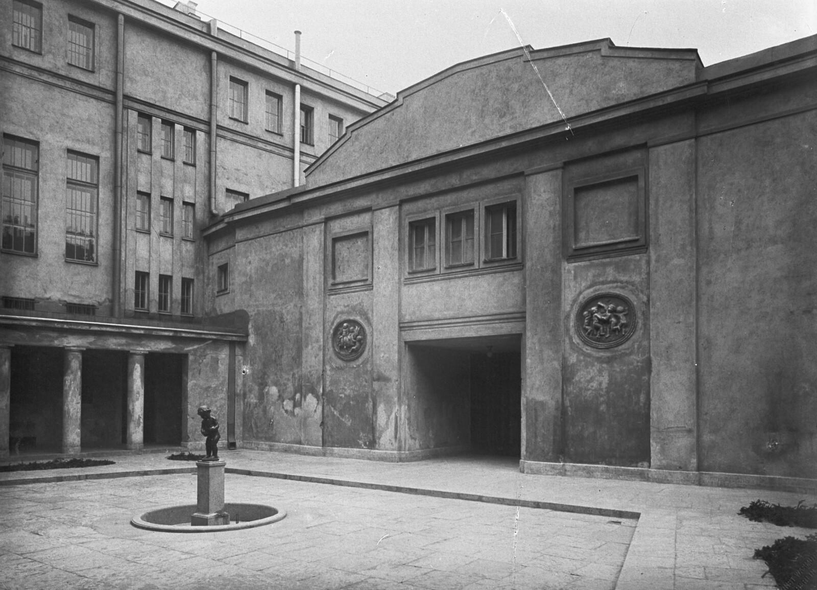 Дворик германского посольства