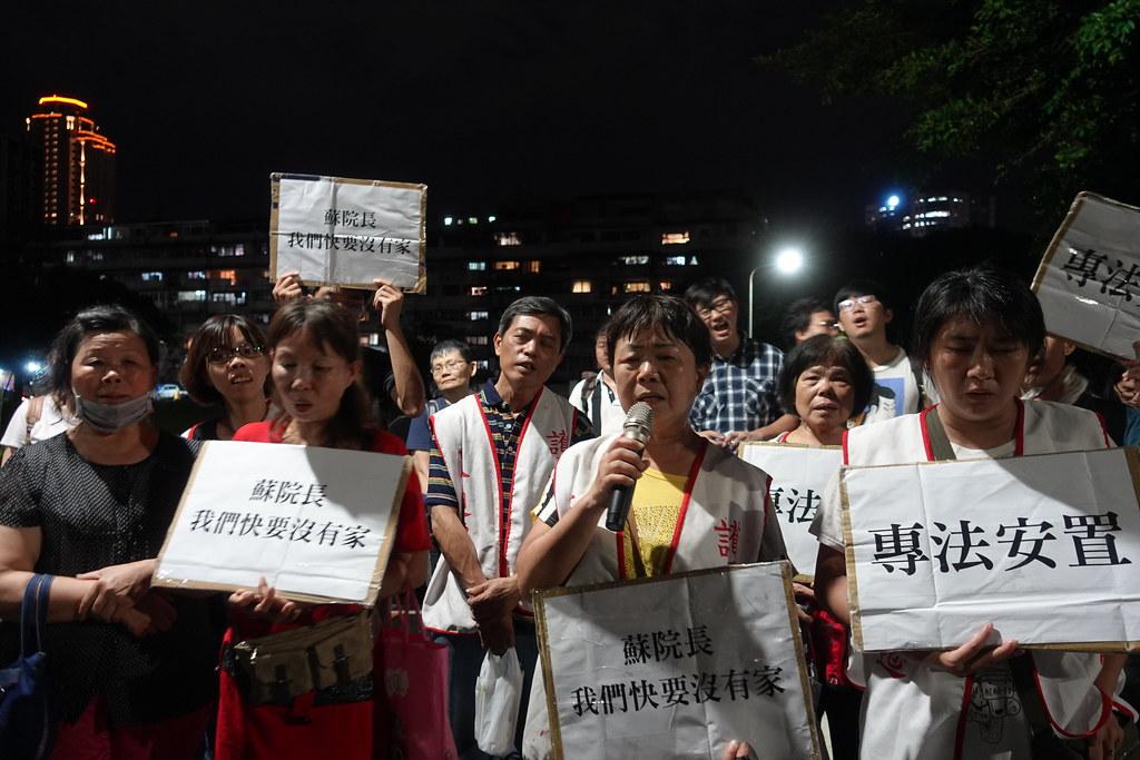 大觀自救會居民歌唱「抗爭這條路」,唱出反迫遷抗爭三年的心聲。(攝影:張智琦)