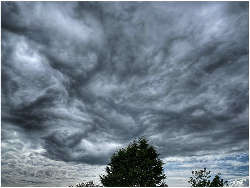clouds cloud cloudscape sky skywatching weather weatherwatch nature naturephotography naturelovers natureseekers structure outdoors outside image imageof imagecapture scunthorpe lincolnshire northlincs northlincolnshire nlincs photography photoof daylight overcast uk view scene scenic