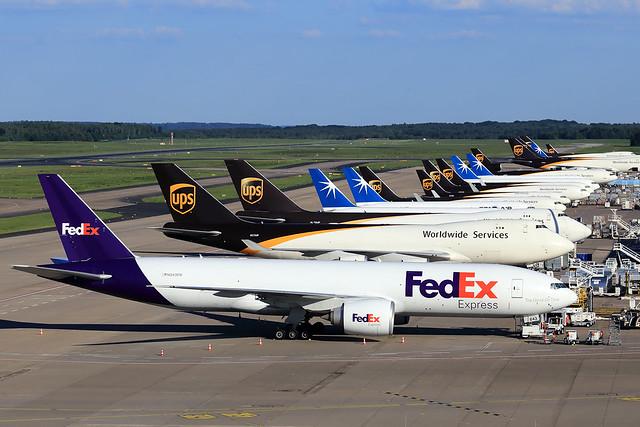 FedEx Express  Boeing 777-FHT N843FD