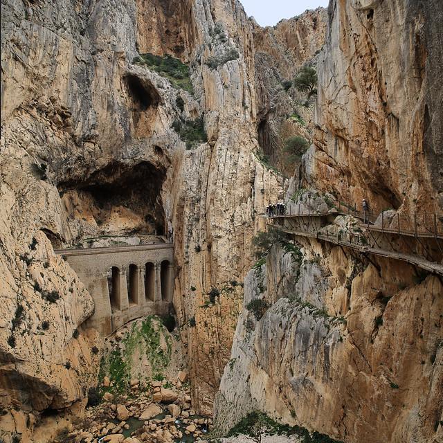 The railway and the hiking trail through the El Chorro gorge