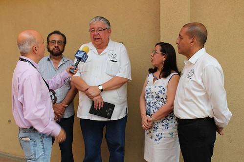 """Alumnos y docentes de la FADU presentan el proyecto: """"Plazoleta Central de la FCAT-UAT""""."""