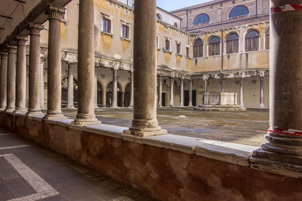 Chiesa di Santo Stefano-Chiostro del Convento di Santo Stefano