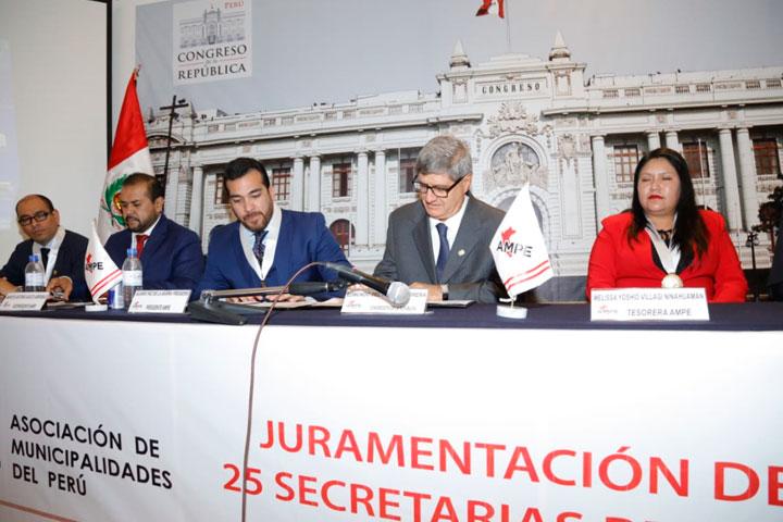 USIL y AMPE firman convenio de capacitación para autoridades y funcionarios de las municipalidades del país