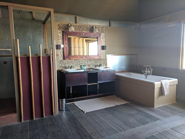 our bathroom @ Moon Mountain Lodge