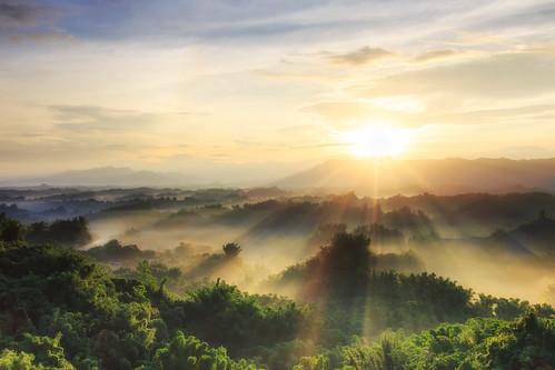 sunrise 6d ef1635mm 二寮 星芒 日出 曙光 雲海 台南市 左鎮區 台灣 taiwan tainan 斜射光