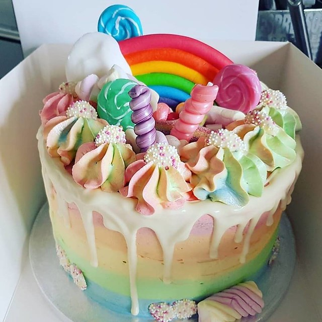 Cake by Lou's Cakery