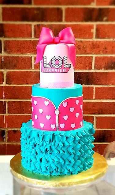 Cake by Kat's Kakery