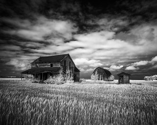 Home on the Plains   by Jon Dickson Photography