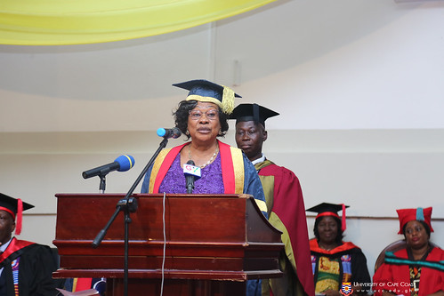 Mrs. Nancy O. C. Thompson, Chairman of University Council, conferring the degrees and diplomas on graduands